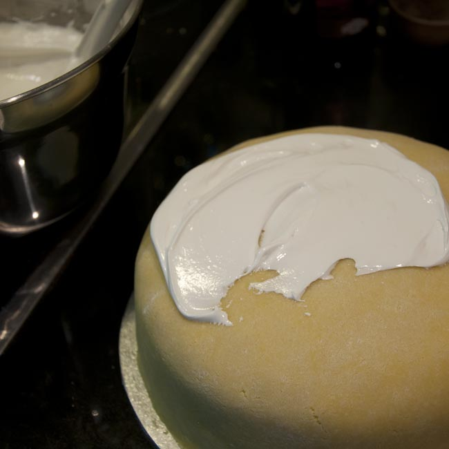 Apply the icing 1