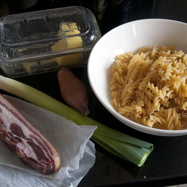 Ingredients for bacon leek macaroni